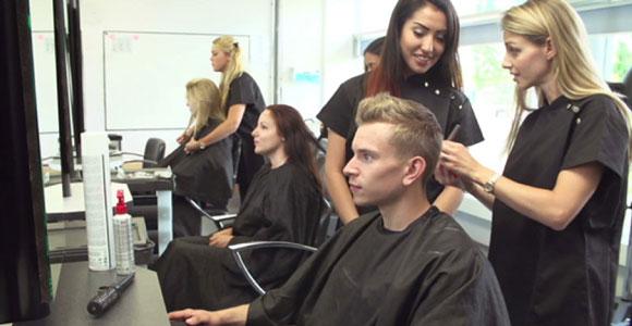 Pourquoi suivre un stage technique en coiffure ?